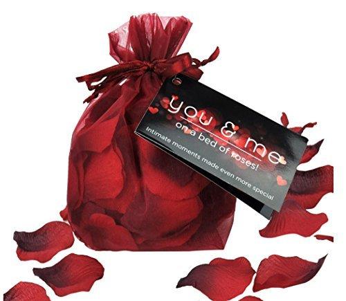 Petale senzuale de trandafiri 0