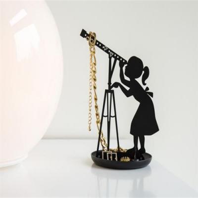 Suport bijuterii Fetita cu telescop0