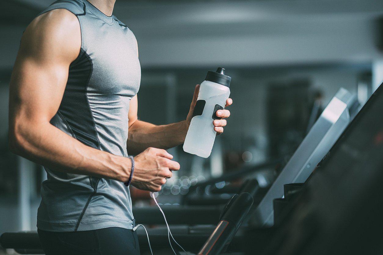 Poti purta bratari sau lantisoare in sala de fitness?