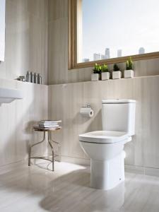 Pachet Complet Toaleta Roca Debba - Vas WC, Rezervor, Armatura, Capac Softclose, Set de Fixare [3]