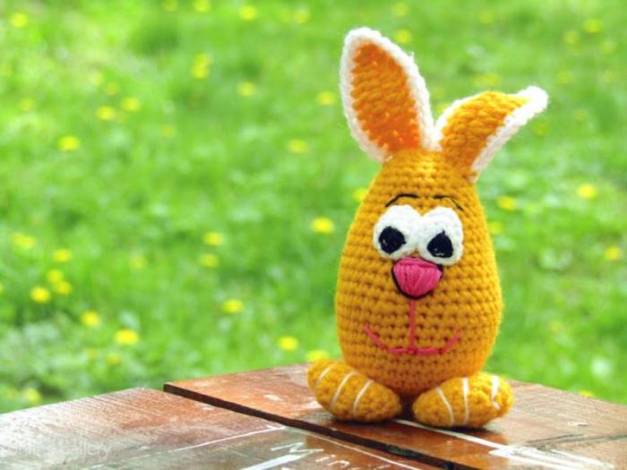 Jucărie iepuraș galben