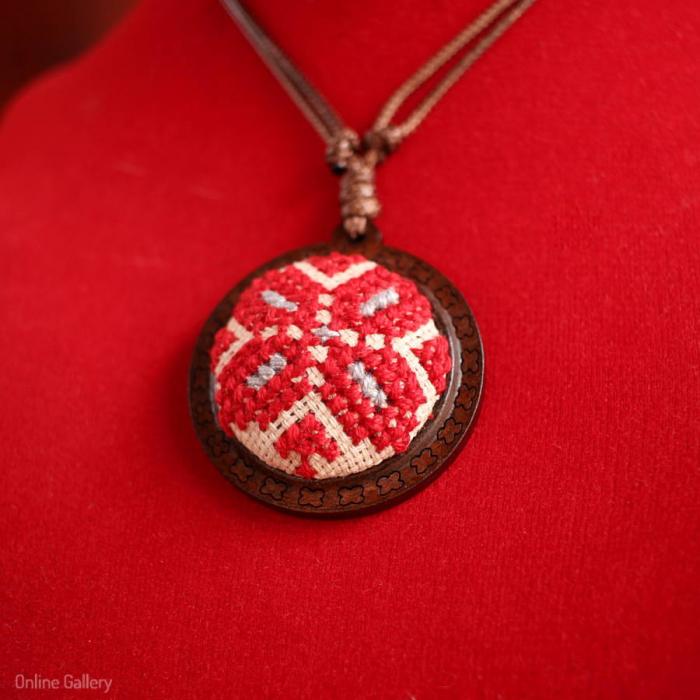 Pandantiv Handmade Roșu Cu Motive Tradiționale