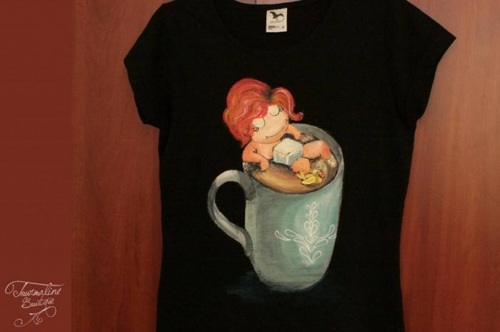 Tricou pictat fetița din ceașcă 1