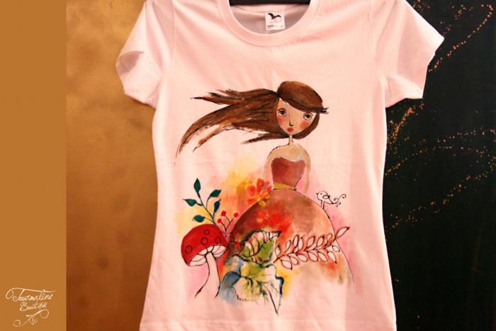 Tricou pictat manual cu Domnișoara Toamnă