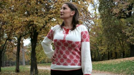 Ie tricotată roșie