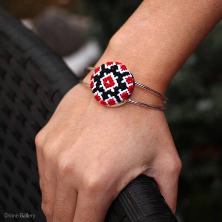 Bratara handmade motive tradiționale populare