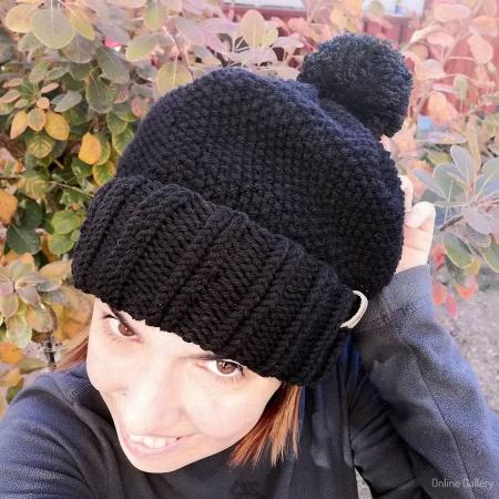 Caciula tricotată cu pompon0
