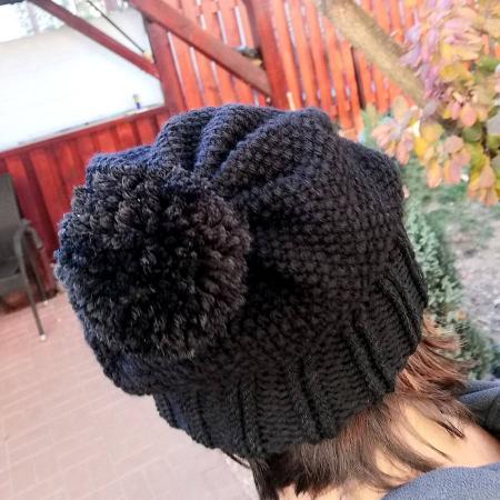 Caciula tricotată cu pompon2