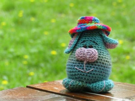 Jucărie iepuraș cu pălărioară1