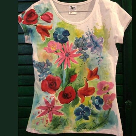 Tricou pictat cu flori multicolore0
