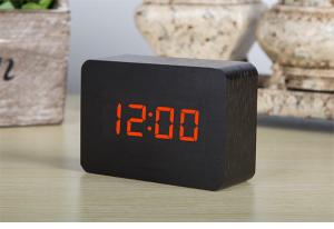 Ceas din lemn cu termometru, alarma, baterii / priza, negru [0]