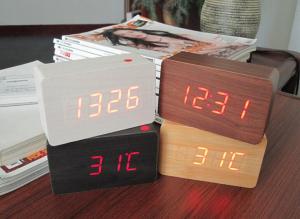 Ceas din lemn cu termometru, alarma, baterii / priza, natur [1]