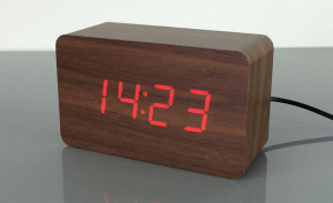 Ceas din lemn cu termometru, alarma, baterii / priza, wenge [0]