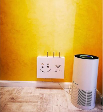 Suport Router Wireless Smiley Face 60x40x10 cm, alb, pentru mascare fire si echipament WI-FI, posibilitate montare pe perete [4]