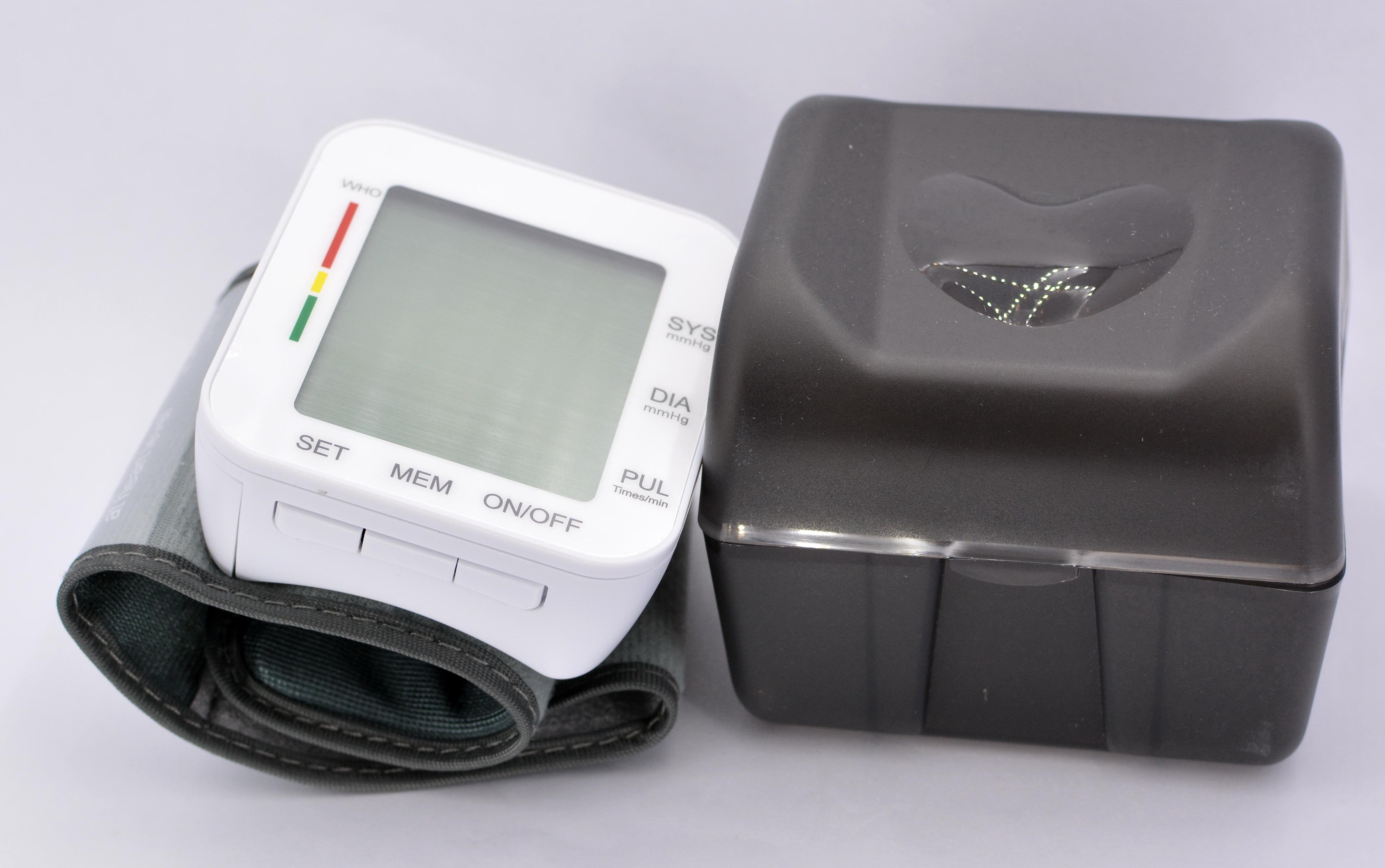 Tensiometru de incheietura Optimus AT RZ204 automat, oscilometric, manseta 13-19,5 cm, baterii 2xAAA, 2 utilizatori x 99 memorii, 00-280 mmHg, 40-195 bpm, functie vocala, cutie depozitare [4]