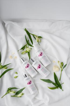 Lotiune de curatare a machiajului Skin Essentials [3]