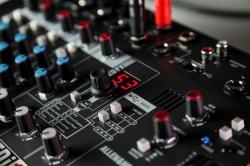 Mixer Analogic Allen & Heath ZEDi 10 FX, 10 canale cu interfata USB si efect incorporat [3]
