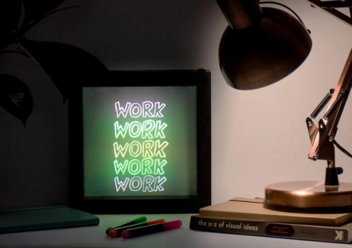 Lampa Rama cu Lumina LED Neon pentru Mesaje Fluorescente, 23 x 23cm si 3 Carioci Incluse 5