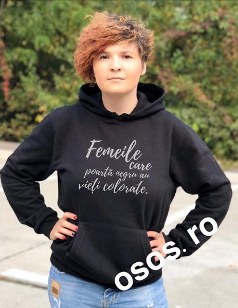 Hanorac personalizat damă - Femeile care poarta negru au vieti colorate 0