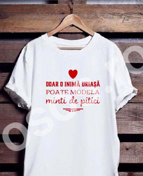 Tricou personalizat damă - Doar o inimă uriaşă poate modela minţi de pitici 0
