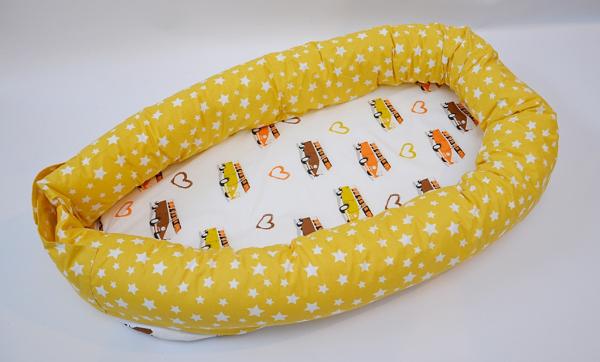 Baby nest 0-8 luni 3 in 1: culcuș, protecție pătuț și saltea, model autobuze [0]