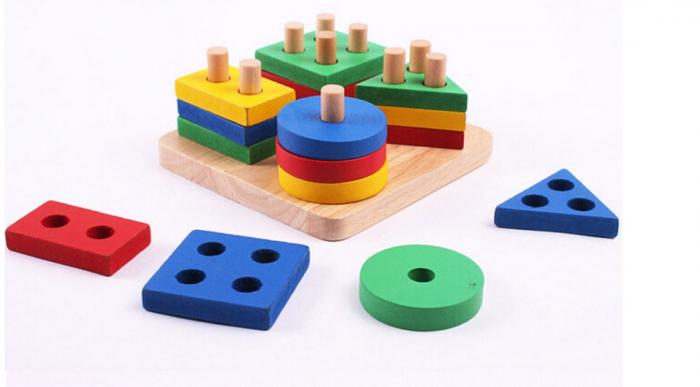 Jucarie din lemn educativa coloane sortator de forme geometrice si culori 0