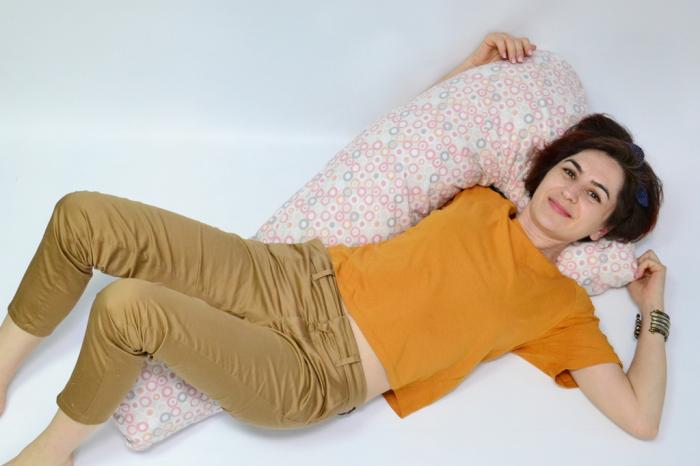 Pernă sarcină, alăptare și relaxare Lala, cu buline roz, gri, bej [2]
