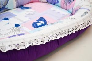 Baby Nest 0-6 cu fluturi mov DeLux + protecţie [1]