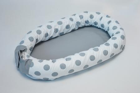 Baby nest 0-8 luni 3 in 1: culcuș, protecție pătuț și saltea. Alb cu buline gri [0]