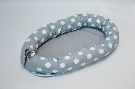 Baby nest 0-8 luni 3 in 1: culcuș, protecție patuț și saltea, model gri cu buline albe0