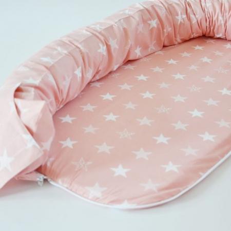 Baby nest 0-8 luni 3 in 1: culcuș, protecție pătuț și saltea, model somon cu stele albe2