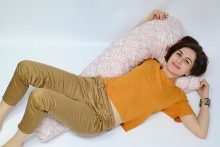 Pernă sarcină, alăptare și relaxare Lala, cu buline roz, gri, bej [3]