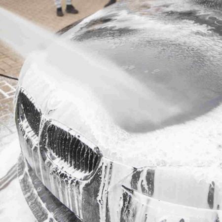 G1915_Meguiars_Ultimate_Snow_Foam_spuma_prespalare_auto-utilizare1-utilizare2 [4]
