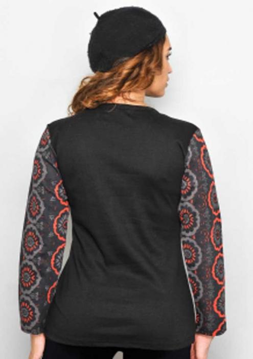 Bluza neagra cu flori [1]