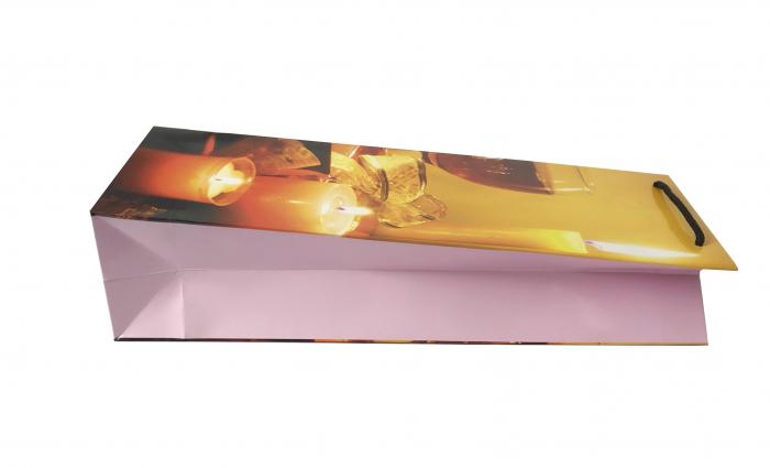 Punga de cadou din hartie pentru sticla cu model cu lumanari de Craciun 3