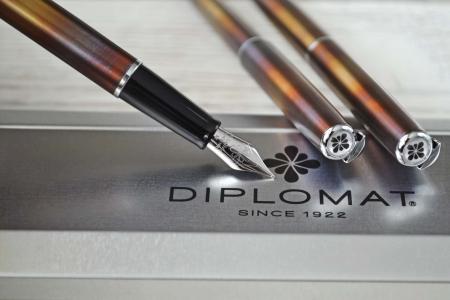 DIPLOMAT Traveller Flame - stilou cu penita M, din otel inoxidabil [3]