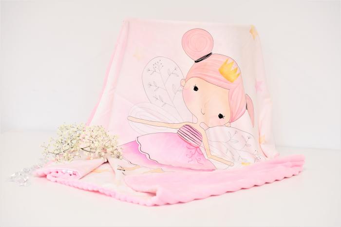 Paturica model zana pe alb si plus minky roz pudra cu dungi 0
