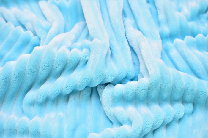 Paturica model iepuras mare si minky bleu in dungi 1