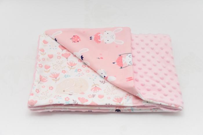 Paturica patchwork caprioare iepurasi si ursuleti cu roz pal 0