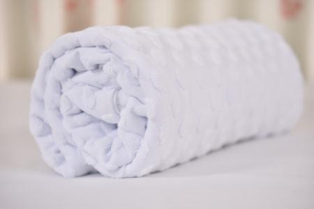 Paturica tricot alb cu bulinute1
