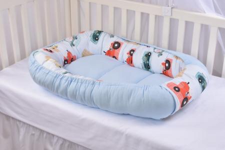 Set 3 piese babynest, paturica si pernuta model masinute Paturica Fermecata [3]