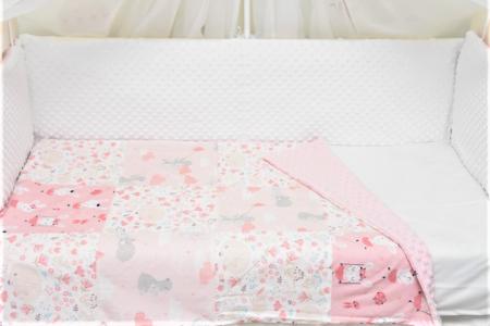 Paturica patchwork caprioare iepurasi si ursuleti cu roz pal1