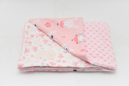 Paturica patchwork caprioare iepurasi si ursuleti cu roz pal0