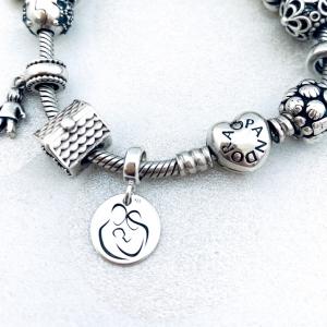 Charm argint personalizat banut Initiala si Simbol3