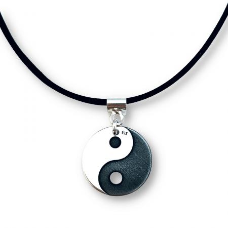 Colier piele naturala cu banut argint personalizat Yin si Yang [0]