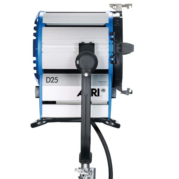 Arri Sursa de iluminare HMI Fresnel True Blue D25 [10]