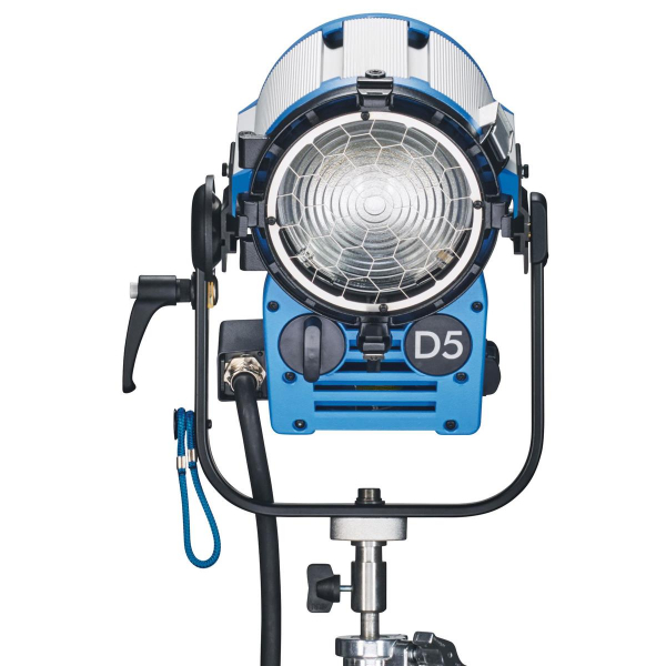 Arri Sursa de iluminare HMI Fresnel True Blue D5 [3]
