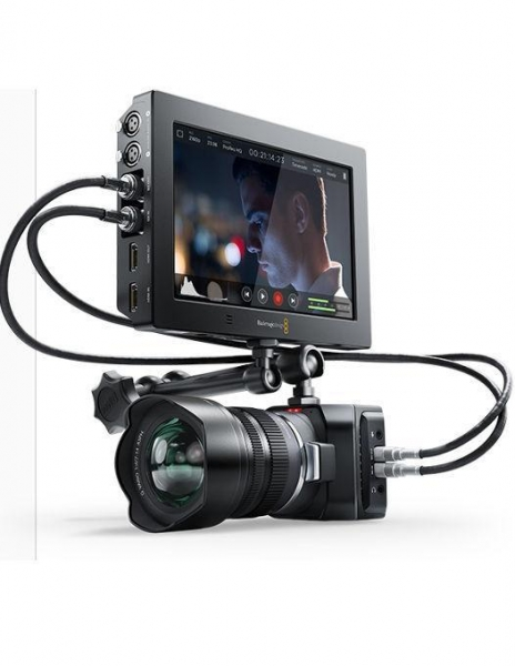 "Blackmagic Design Video Assist 4K 7"" 4"
