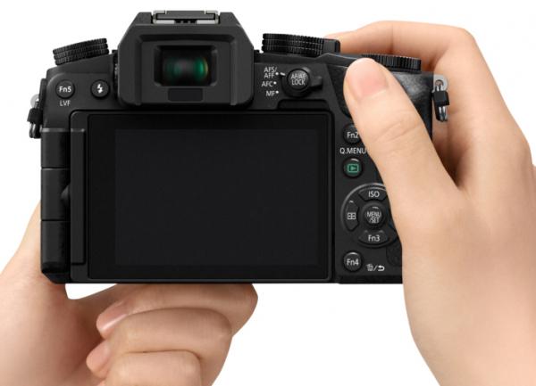 Panasonic Lumix DMC-G7 cu 14-42mm f/3.5-5.6 II MEGA OIS Aparat Foto Mirrorless 3