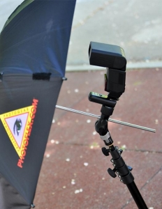 Manfrotto Smart Tilt, suport umbrela cu patina pentru blitz4
